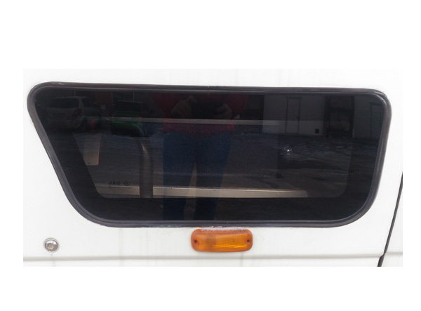 Стекло передней пассажирской двери нижнее