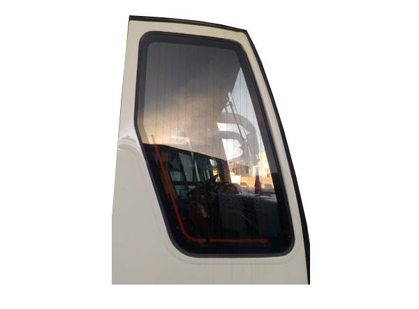 Стекло передней пассажирской двери с подогревом